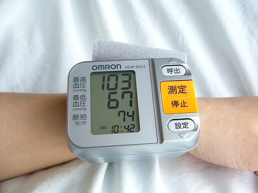 オムロン 血圧計 HEM-6022 計測