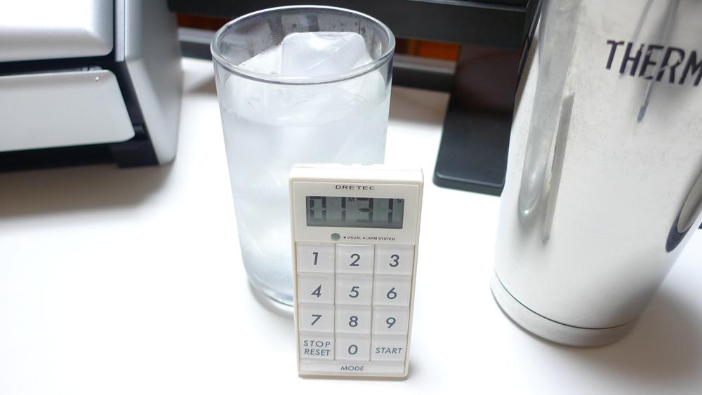 通常のコップは1分半で結露・水滴が出始める