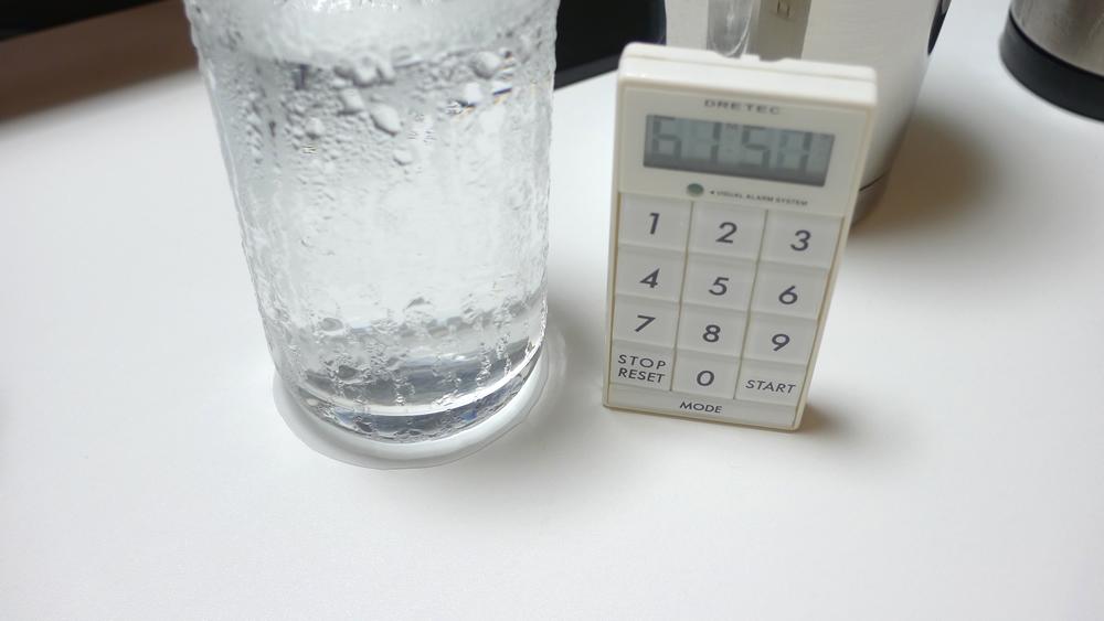 普通のコップの水滴・結露アップ