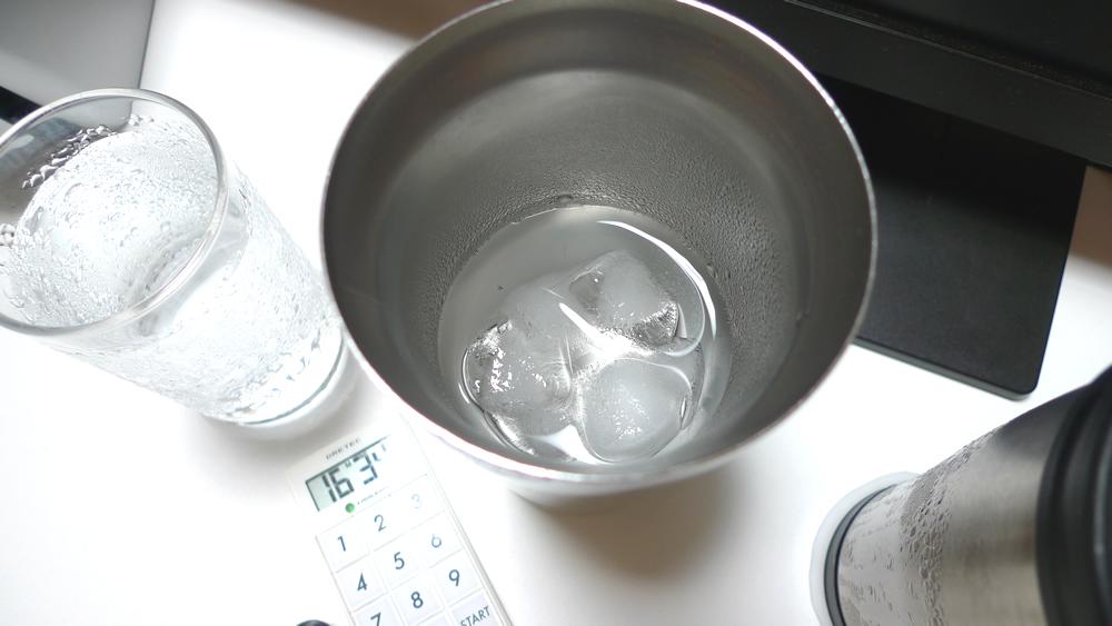 結露しない真空タンブラー・コップ・マグカップは2時間近く経過しても氷が残ってます