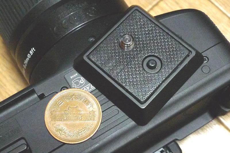 一眼レフカメラに台アダプターを取り付けます
