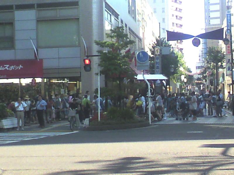 川崎駅前祭りの神輿1