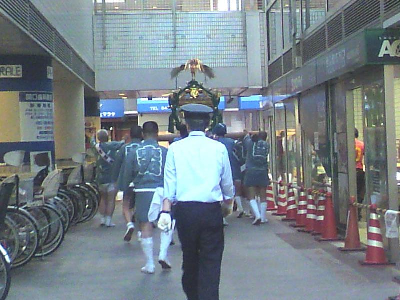 川崎駅前祭りの神輿