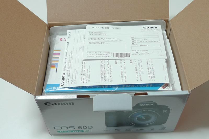 キヤノン EOS 60D EF-S 18-135 IS Kit パッケージを開けた様子1