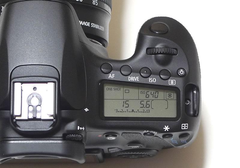 EOS 60D本体+右上液晶モニター