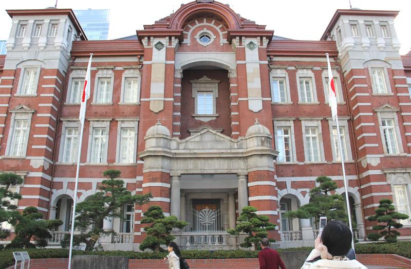 朝の東京駅正面
