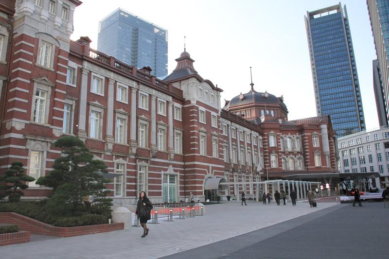 朝の東京駅 丸の内南口