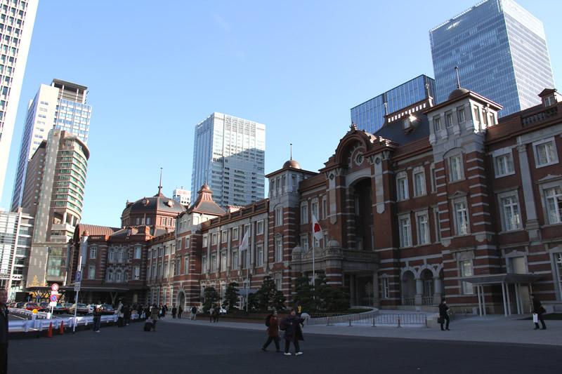 朝の東京駅 北口