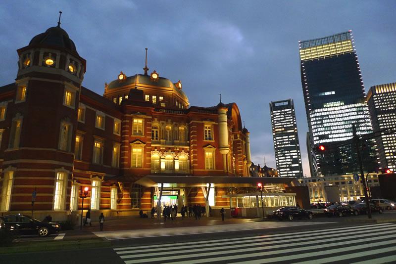 夜の東京駅丸の内北口