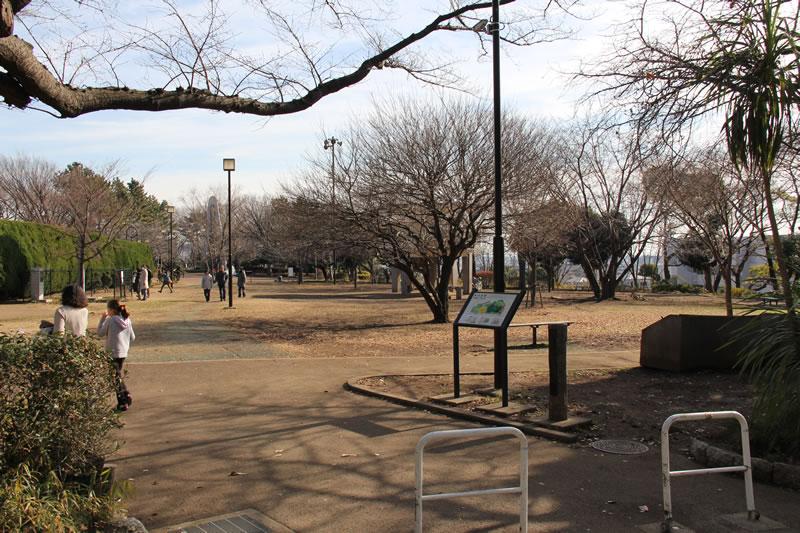 日蓮宗 了源寺前の広場