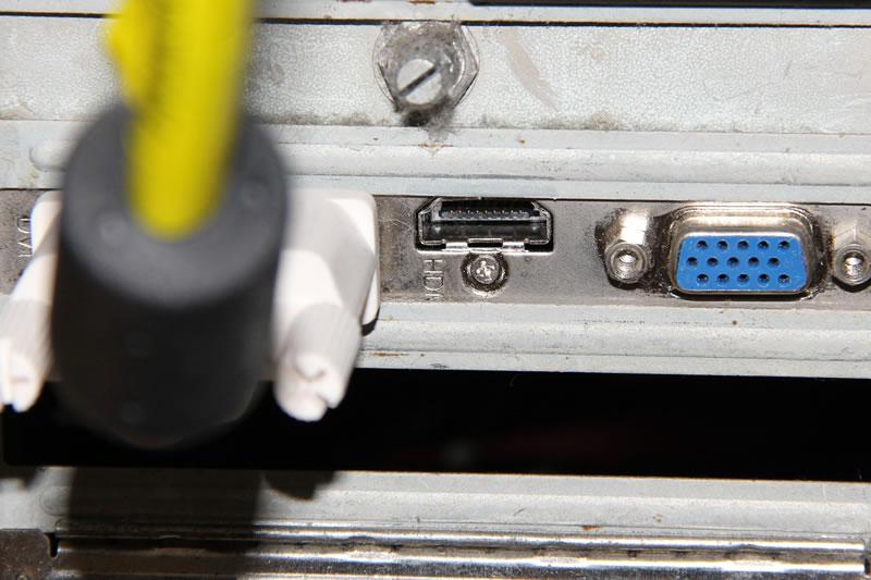 Radeon HD5450のビデオカード端子