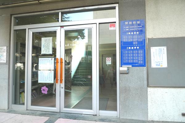 川崎市立中原図書館 自習室