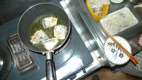 6月13日(木曜)の夕食 アジの天ぷら 油揚げ