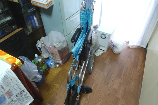 車椅子を畳んだ状態