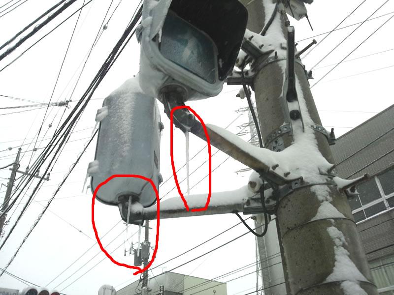 20140208-信号機に氷柱