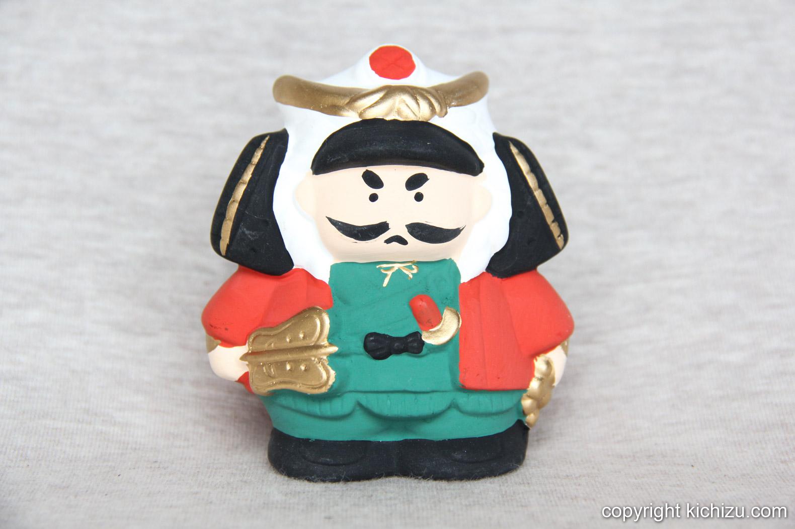 兜に軍配、刀と将軍をイメージしたと思われる人形。