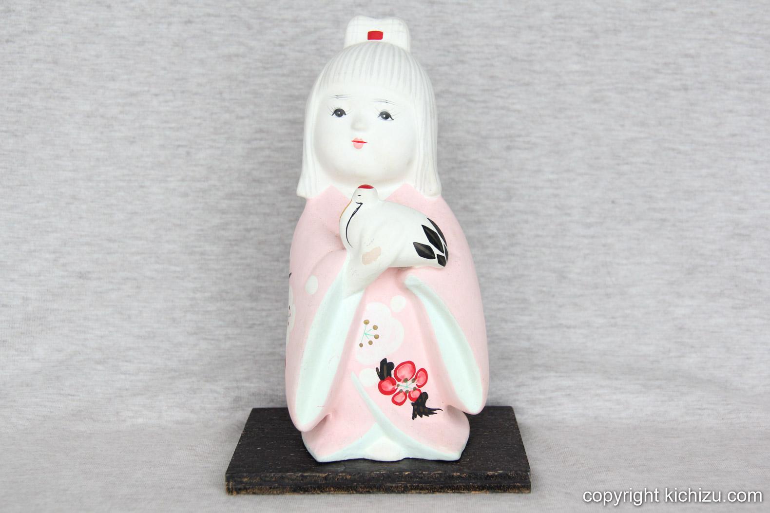 鳩を抱える女の子の瀬戸のも人形