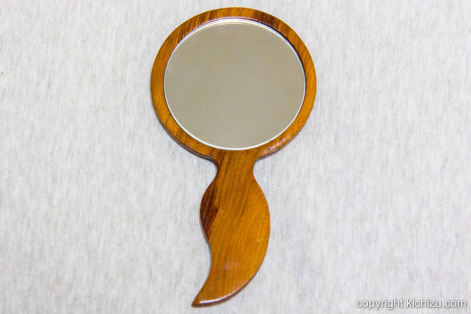 北海道のお見上、狐の手鏡