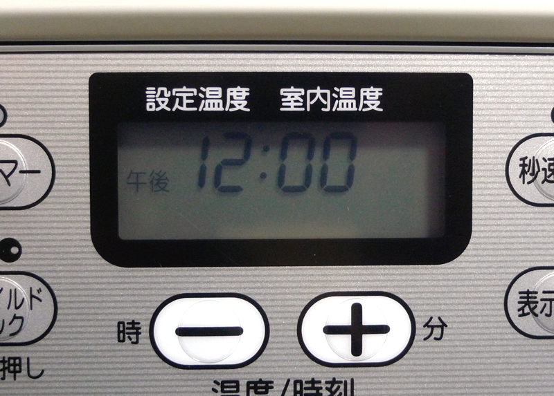 コロナ 石油ファンヒーター FH-G3214Y-Wの液晶パネル時間表示