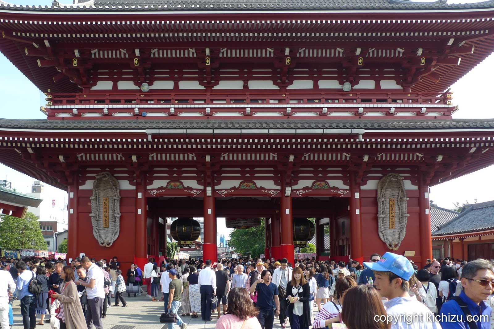 浅草寺の門の本殿