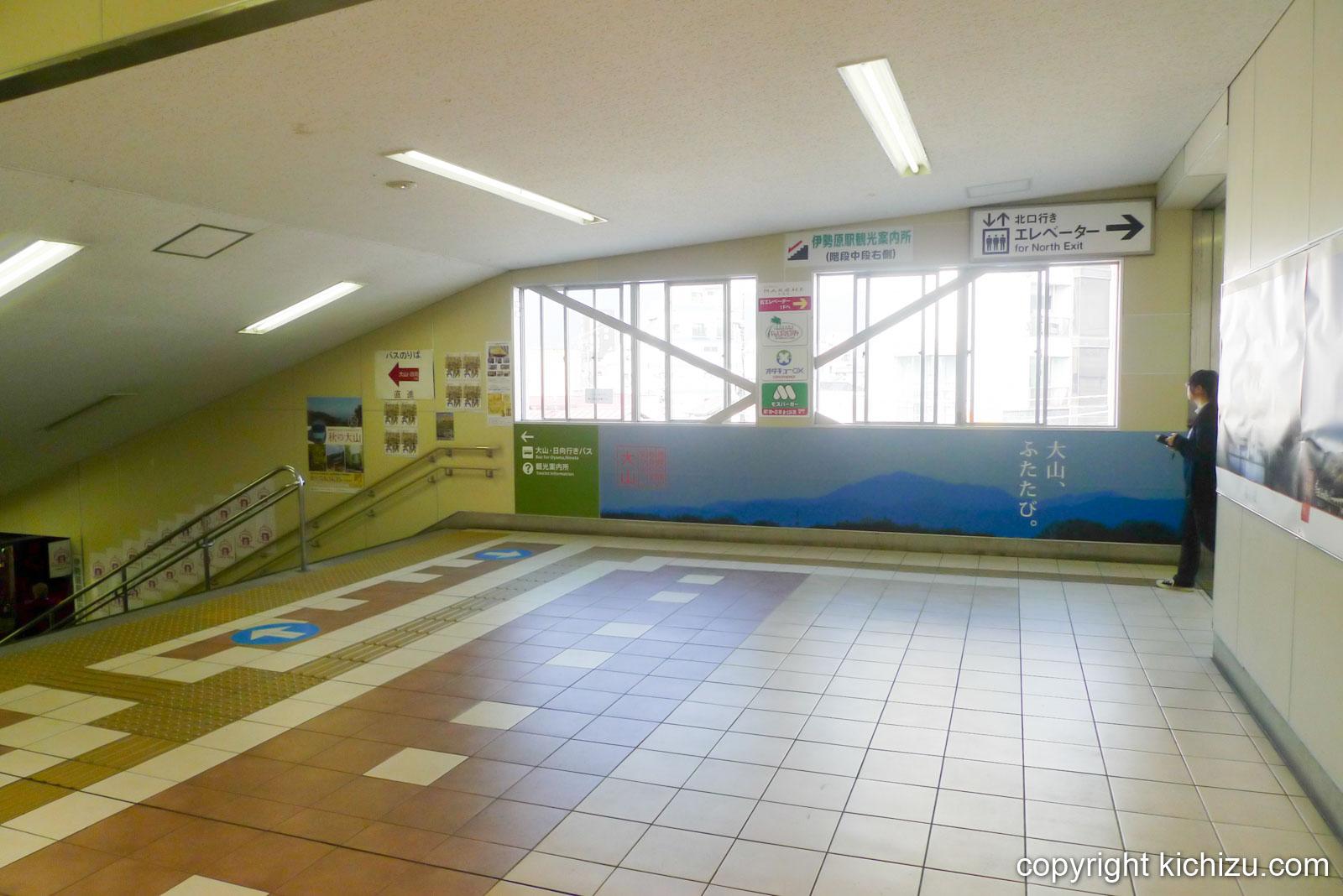 伊勢原駅の階段