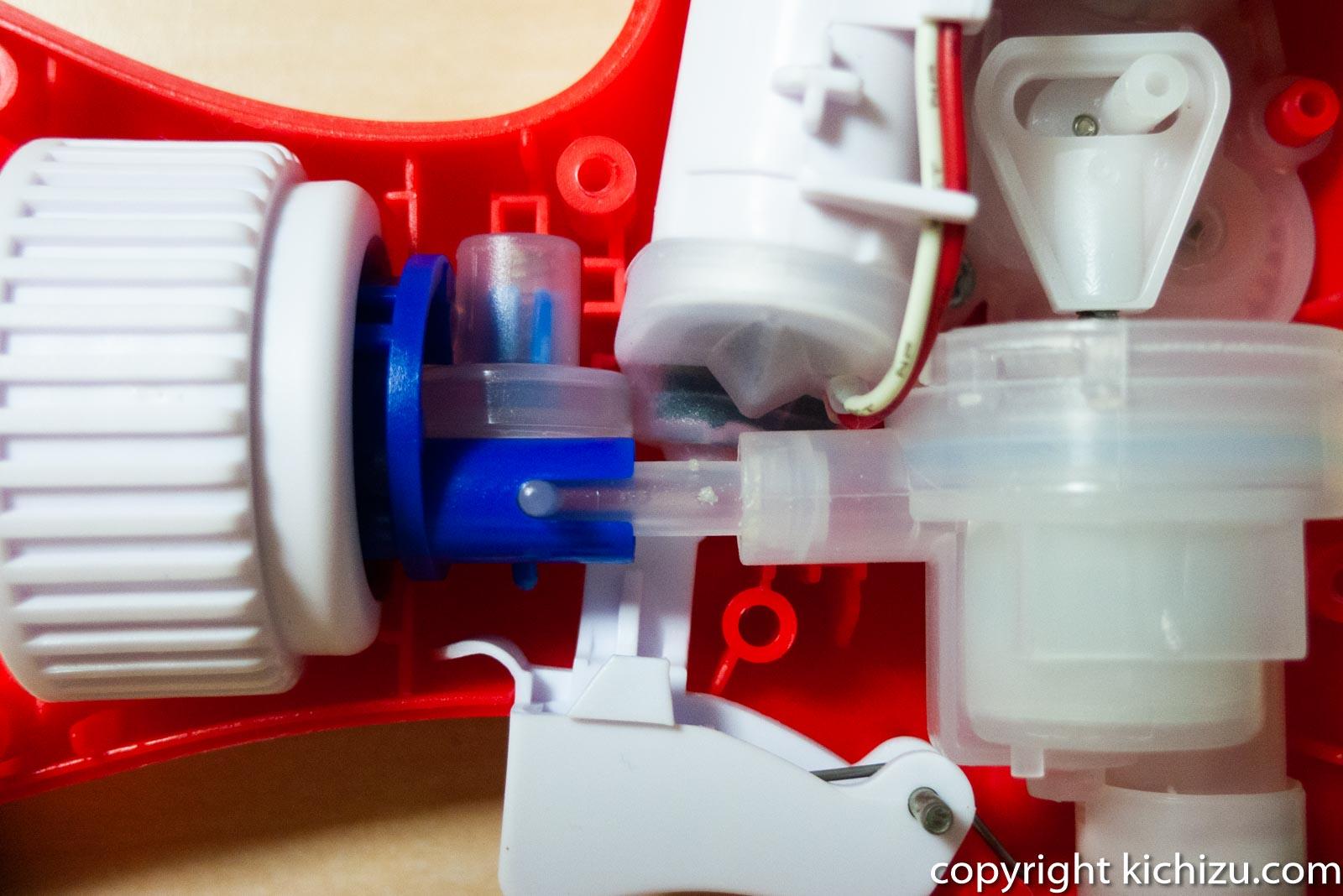 カビキラー電動スプレーの生き吸い取り部分の様子