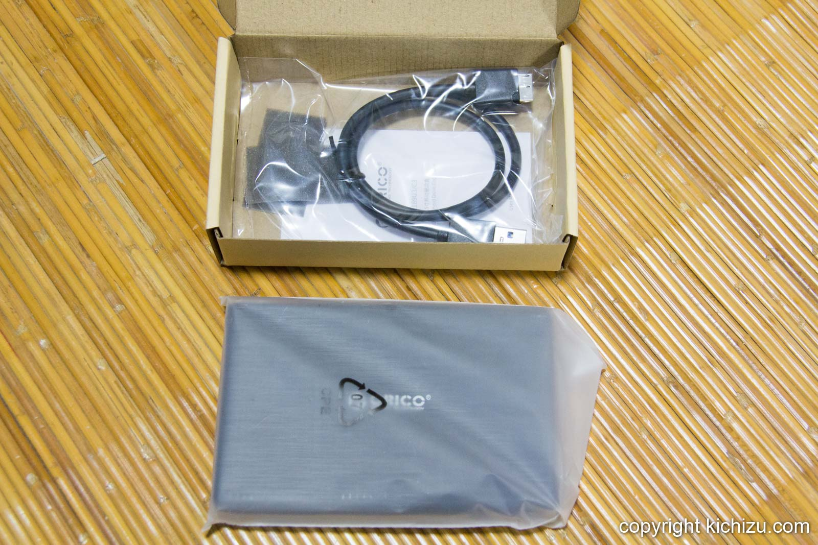 ORICO 2.5インチ HDDケースとケーブル