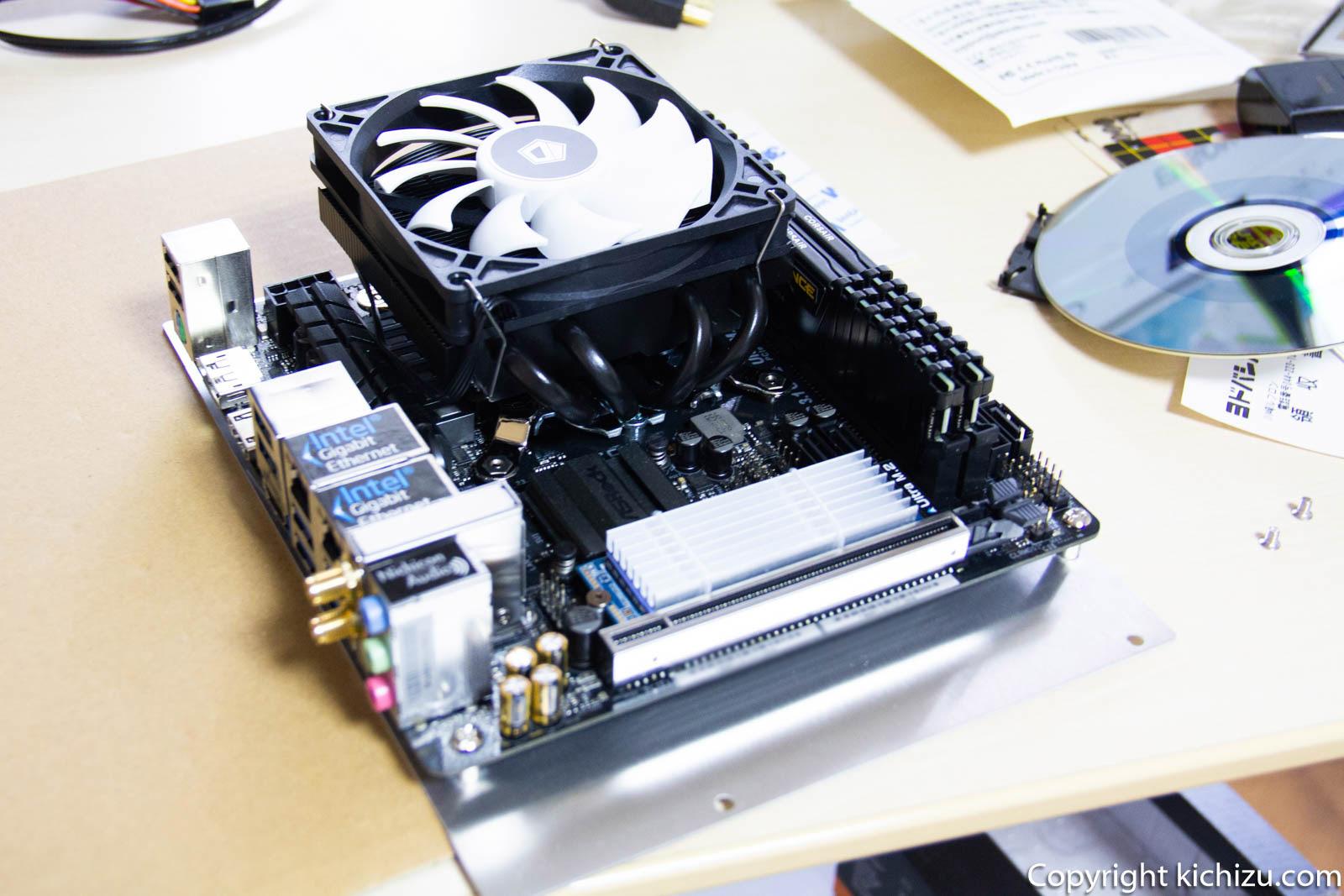 マザーボード固定谷 Mini ITX マザーを取り付けに