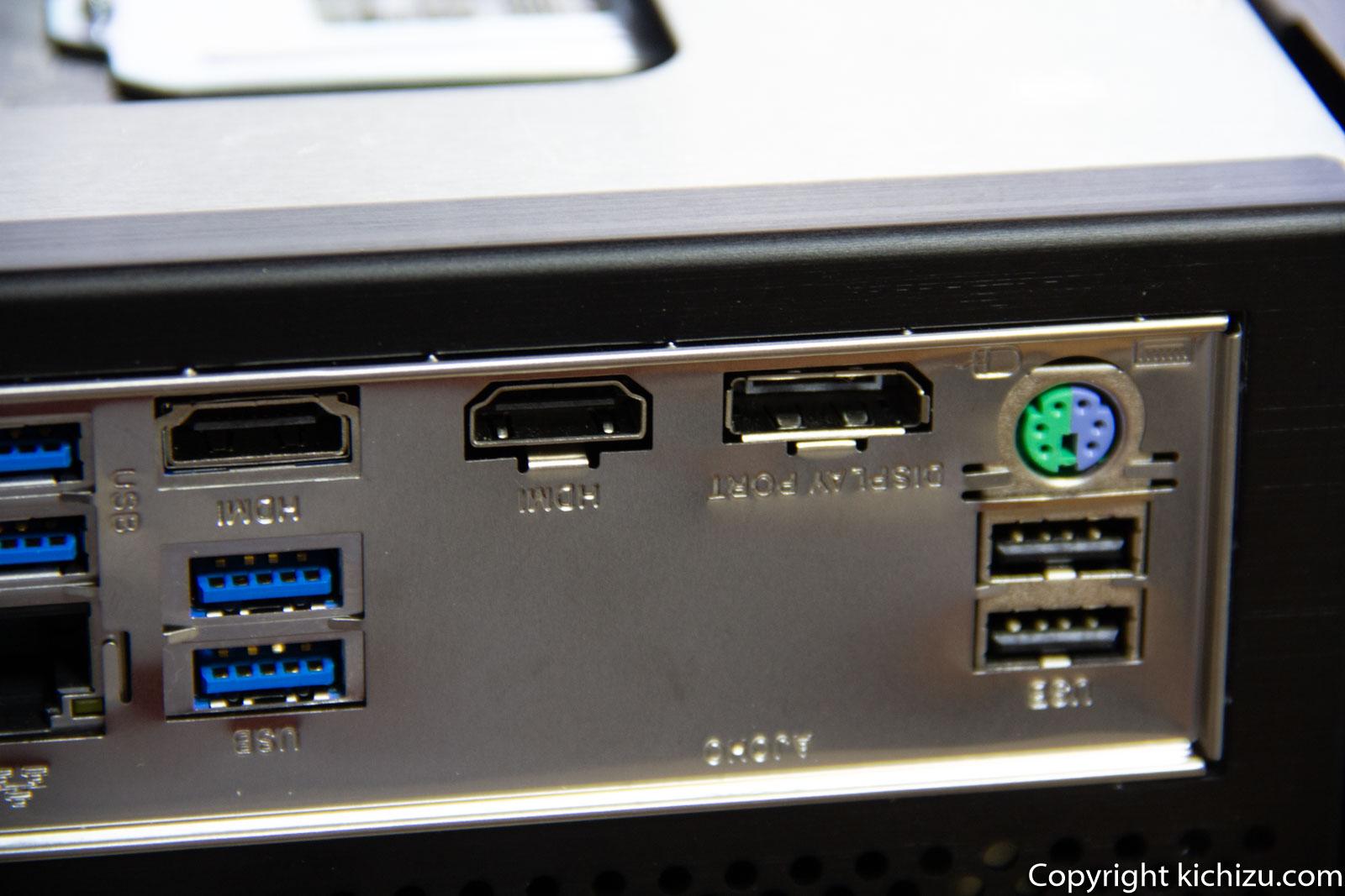 Mini ITX のマザーボードの裏にある端子一覧