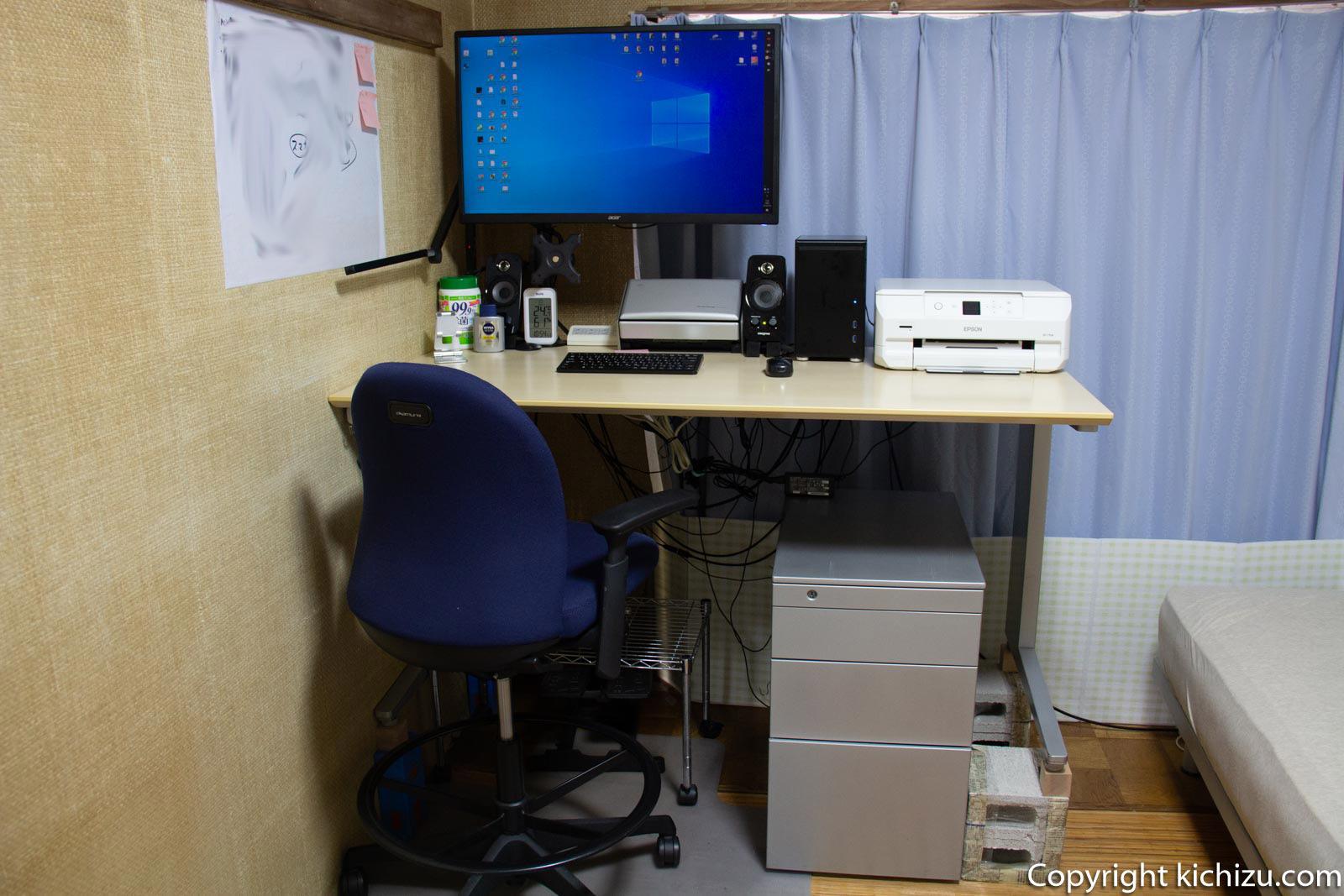 スタンディングデスクと パソコン