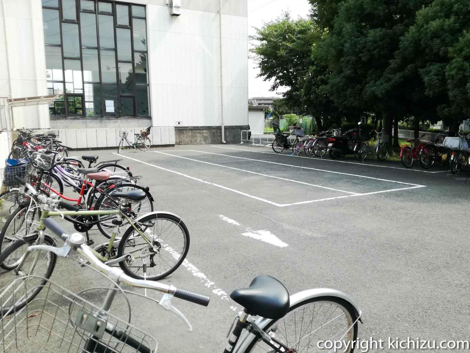 ヨネッティー堤根の駐輪場