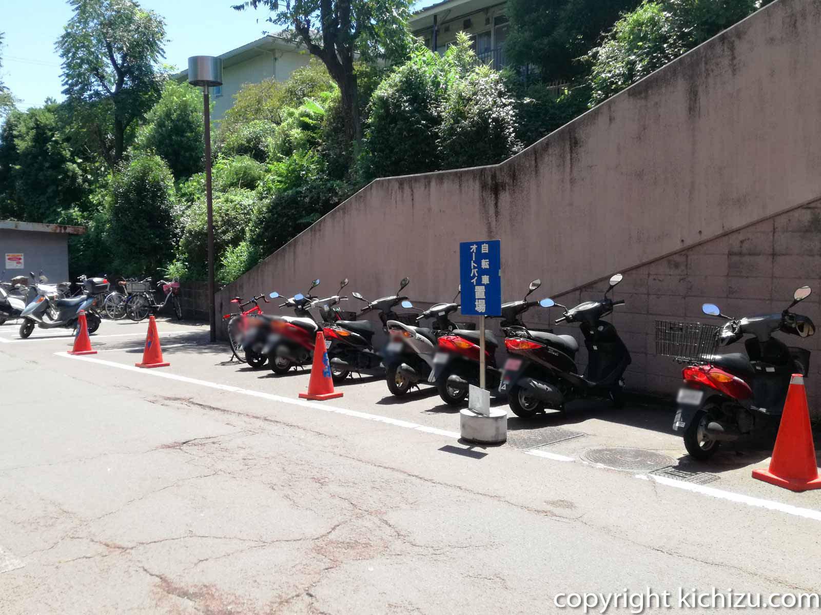 川崎市民プラザのバイク駐車場