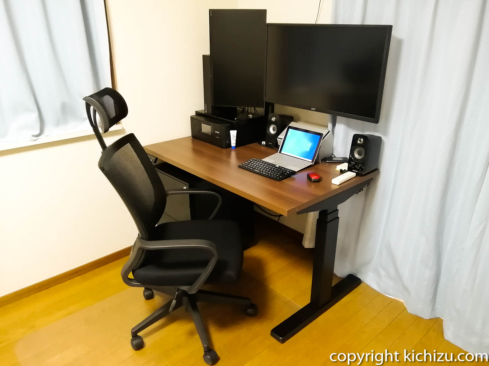 机に設置した人斜めから見た状態