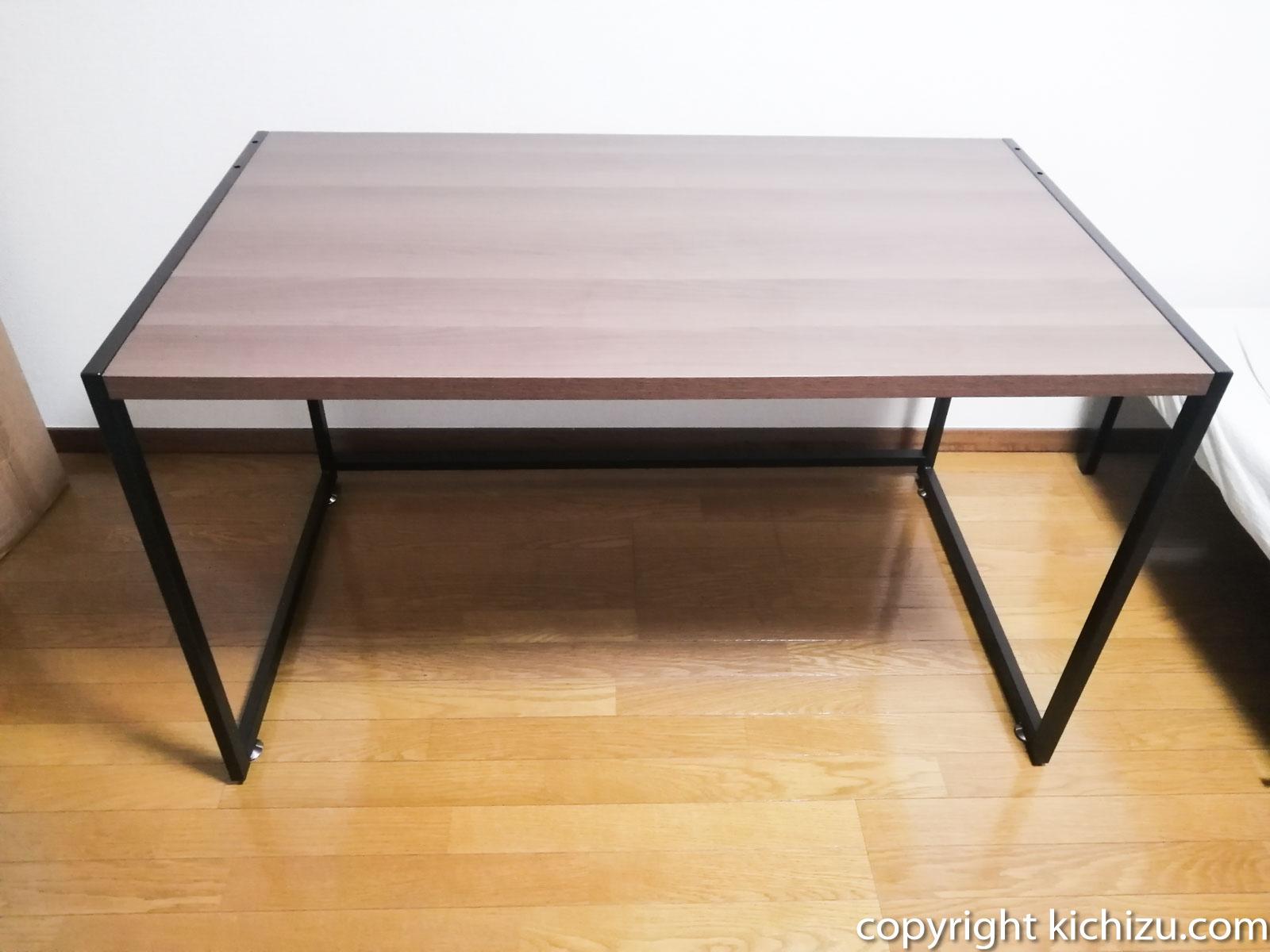 amazonの安物の机