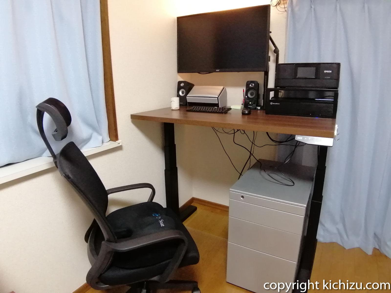 パソコンなどを載せて高くした状態