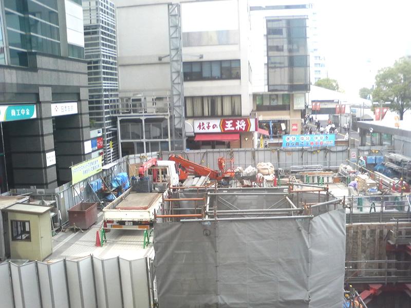 川崎日航ホテル横に通路の階段