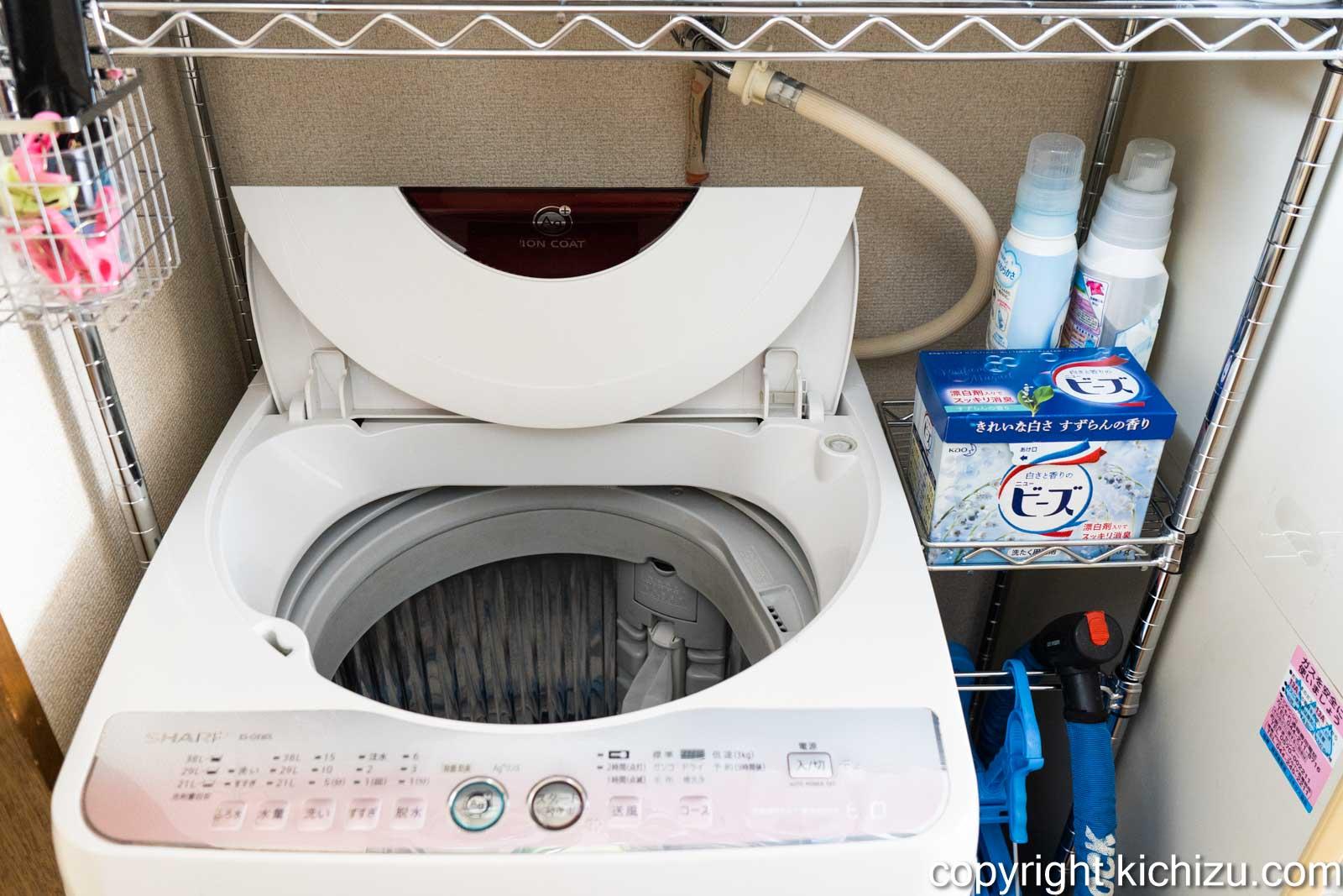 洗濯機周りの棚の設置が完了