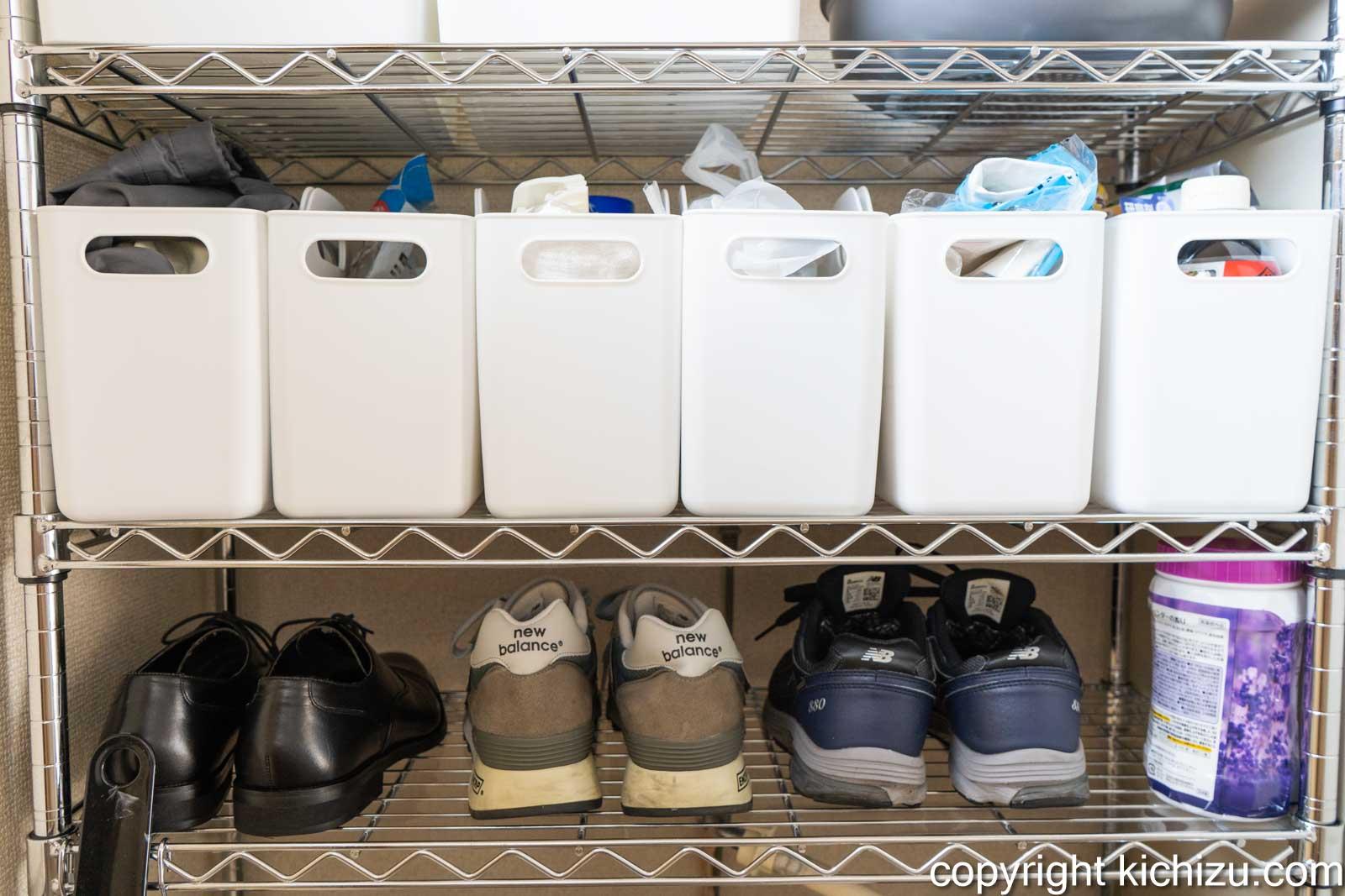 1段目を靴置き場に顔面を小物置き場