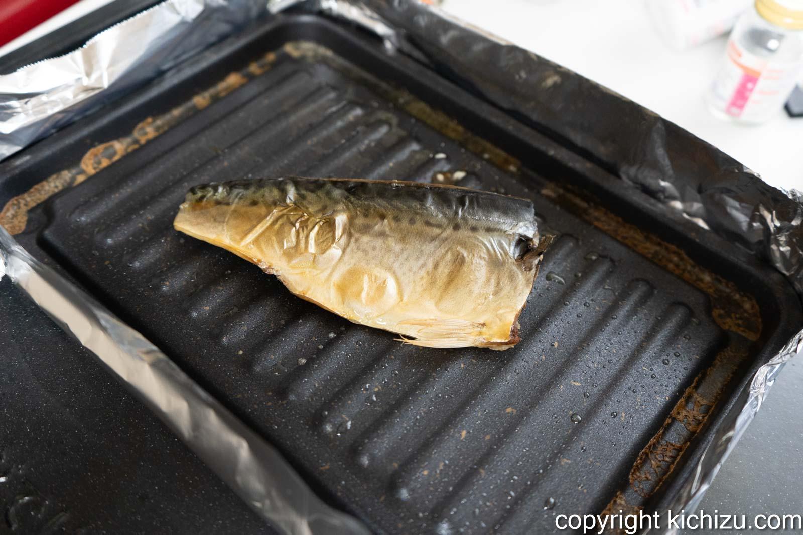 焼魚トレー マーブルで鯖を焼いた様子